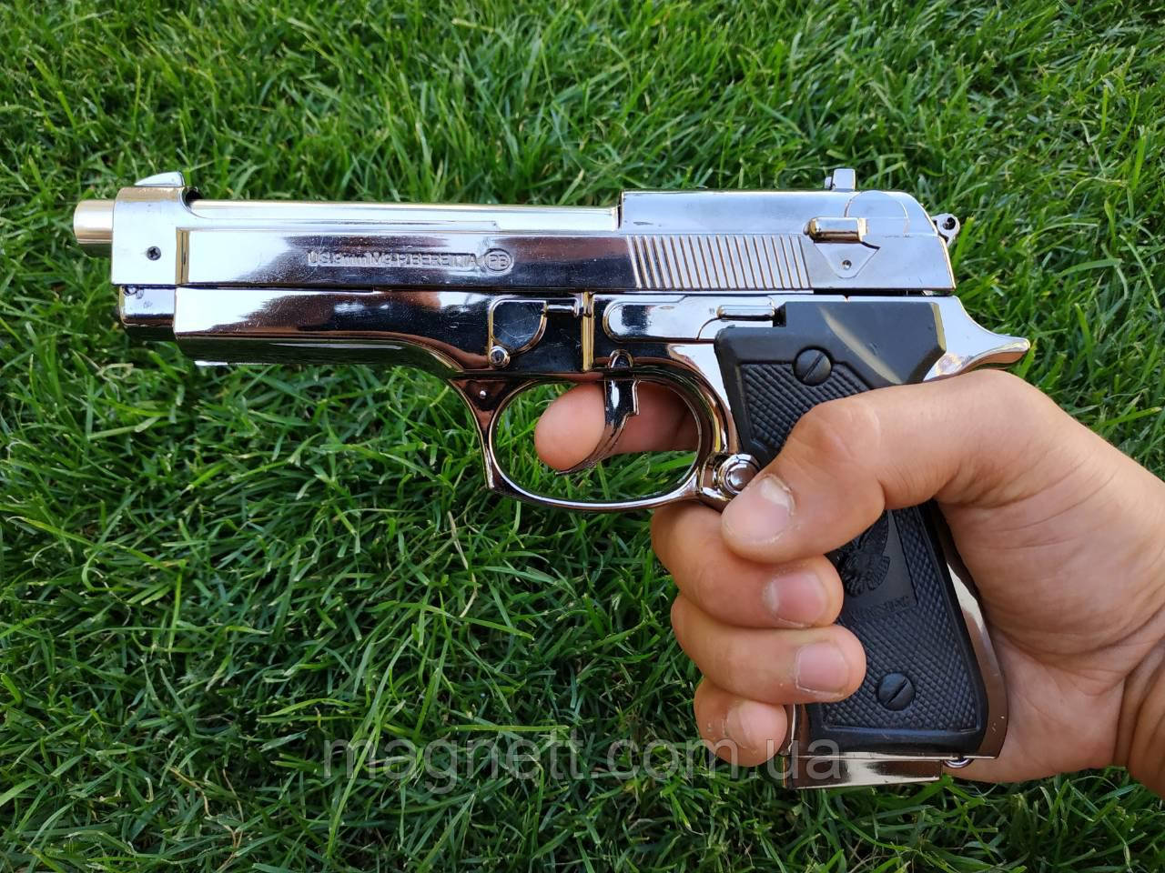 Пистолет зажигалка Беретта на подставке