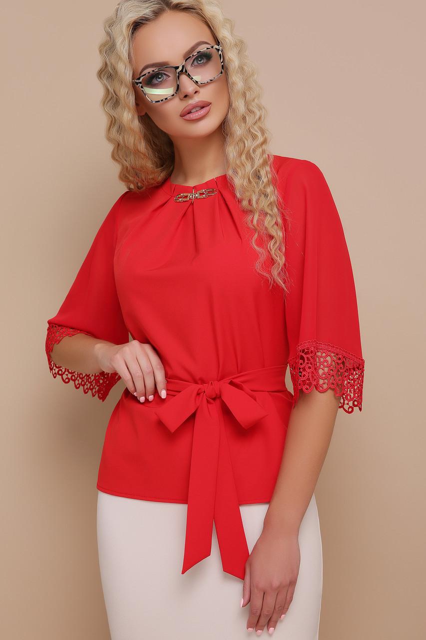 Красная блузка с пояском и кружевом на рукавах Карла д/р