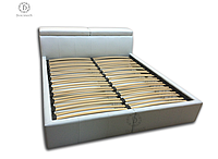 Двухспальная кровать с регулируемыми подголовниками на ламелях