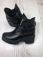 Ботинки деми на низких каблуках