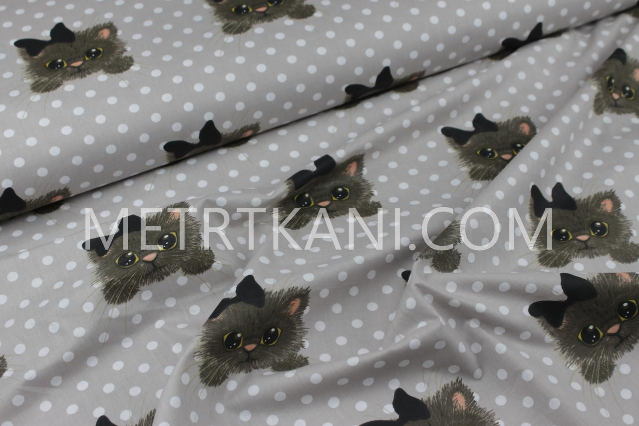 """Ткань хлопковая """"Котики с бантиком""""  с белым горохом фон капучино №1163"""