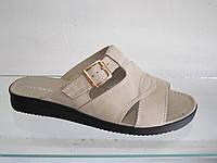 Шлёпки женские кожаные на низкой платформе