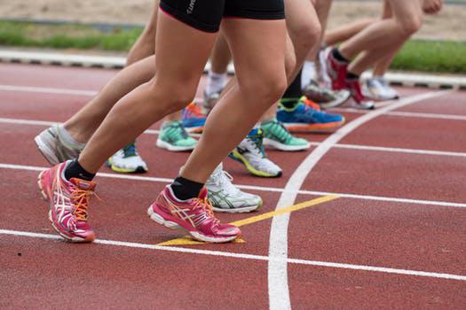27c791dd2347e2 Основними типами чоловічого спортивного взуття є черевики, кросівки і кеди.  Від правильного вибору напряму залежить ваша безпека, ефективність і  комфорт під ...