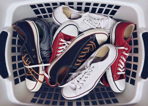 f5632c5f95fb96 Водночас, звичайне повсякденне чоловіче взуття не вимагає такого  прискіпливого вибору. Ви можете звернути увагу на дизайн ваших кедів,  кросівок або ж ...