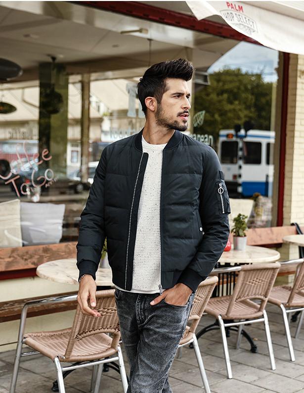 Демисезонная черная мужская куртка бомбер