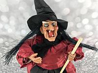 Баба Яга на метле, 30 см музыкальная, цвет бордовый- декорация на хеллоуин