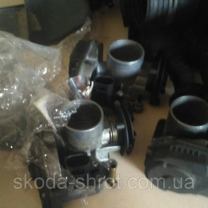 Дросельна заслінка 030133064D для двигуна 1.4. 1.6. AEE AEH