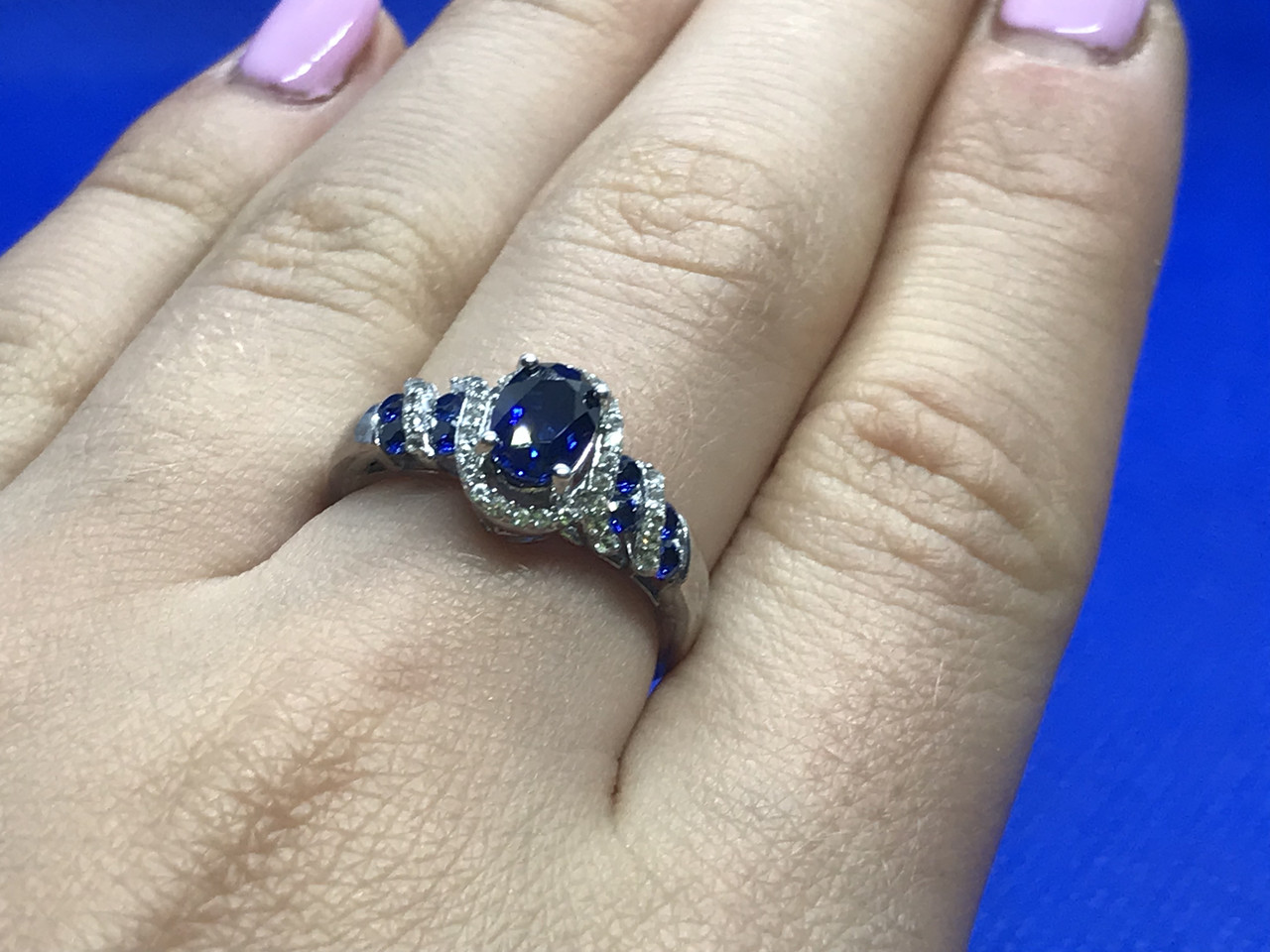 Серебряное кольцо с синим топазом и бесцветной шпинелью