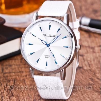 Наручные часы женские с белым ремешком