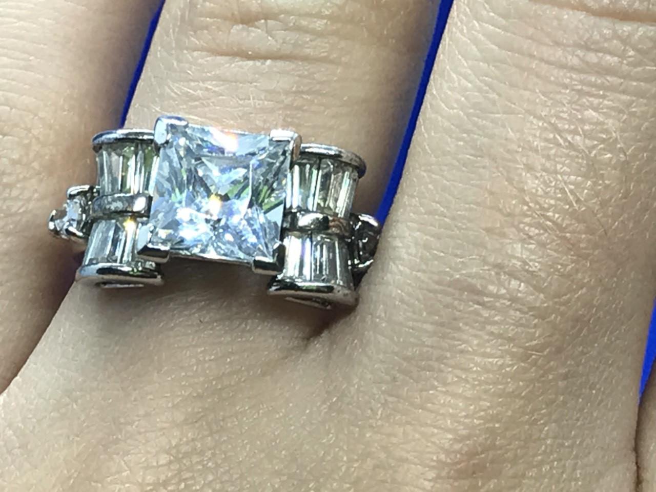 Срібне кільце з каменем Гошен (берил)