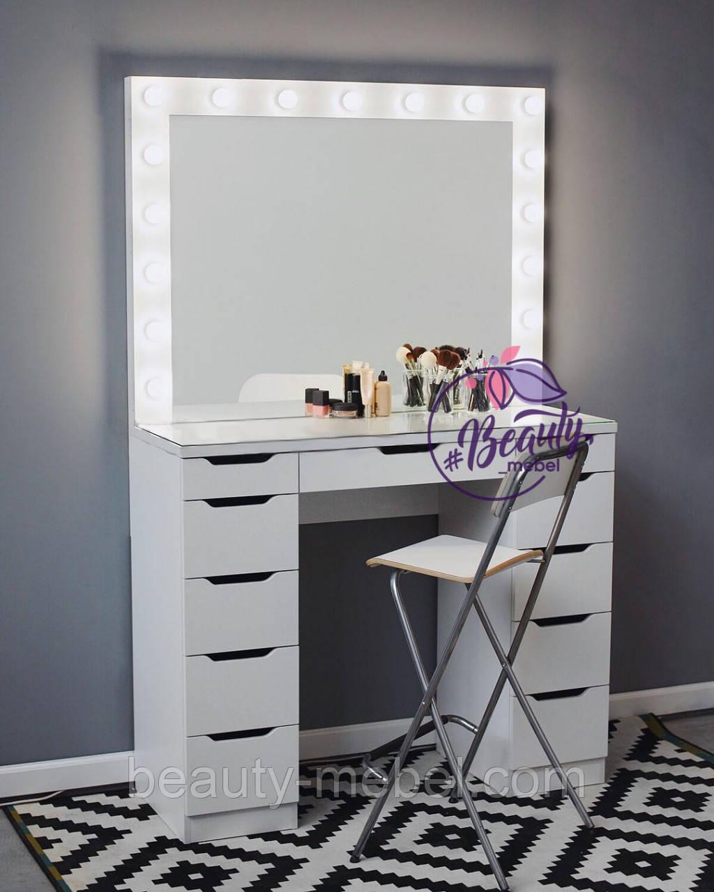 Гримерный столик с большим количеством ящиков и стеклом на столешнице, зеркало с подсветкой