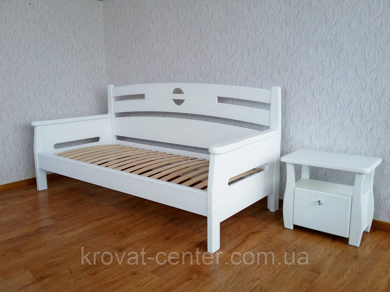 """Белый деревянный диван от производителя """"Луи Дюпон"""""""