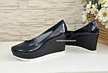 Женские синие лаковые туфли на устойчивой платформе, фото 3