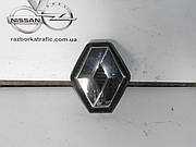 Эмблема решетки на Renault Trafic