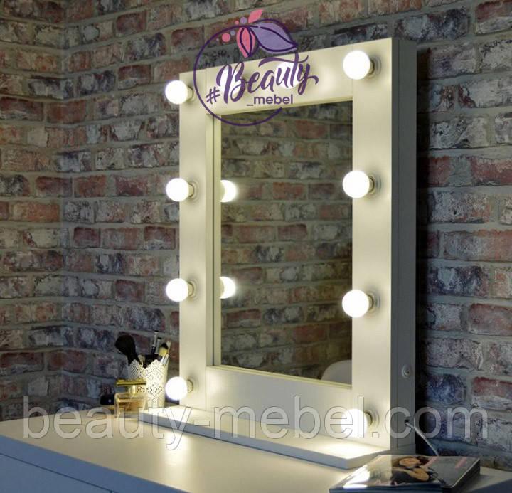 Компактное настольное зеркало на надставке и с лампами