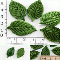 (10 грамм) Листочки МАЛЕНЬКИЕ бархатные 35 х 20мм (цена за 10 грамм - примерно 90 шт) Цвет - зеленый