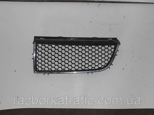 Решетка радиатора левая2001-2006на Renault Trafic