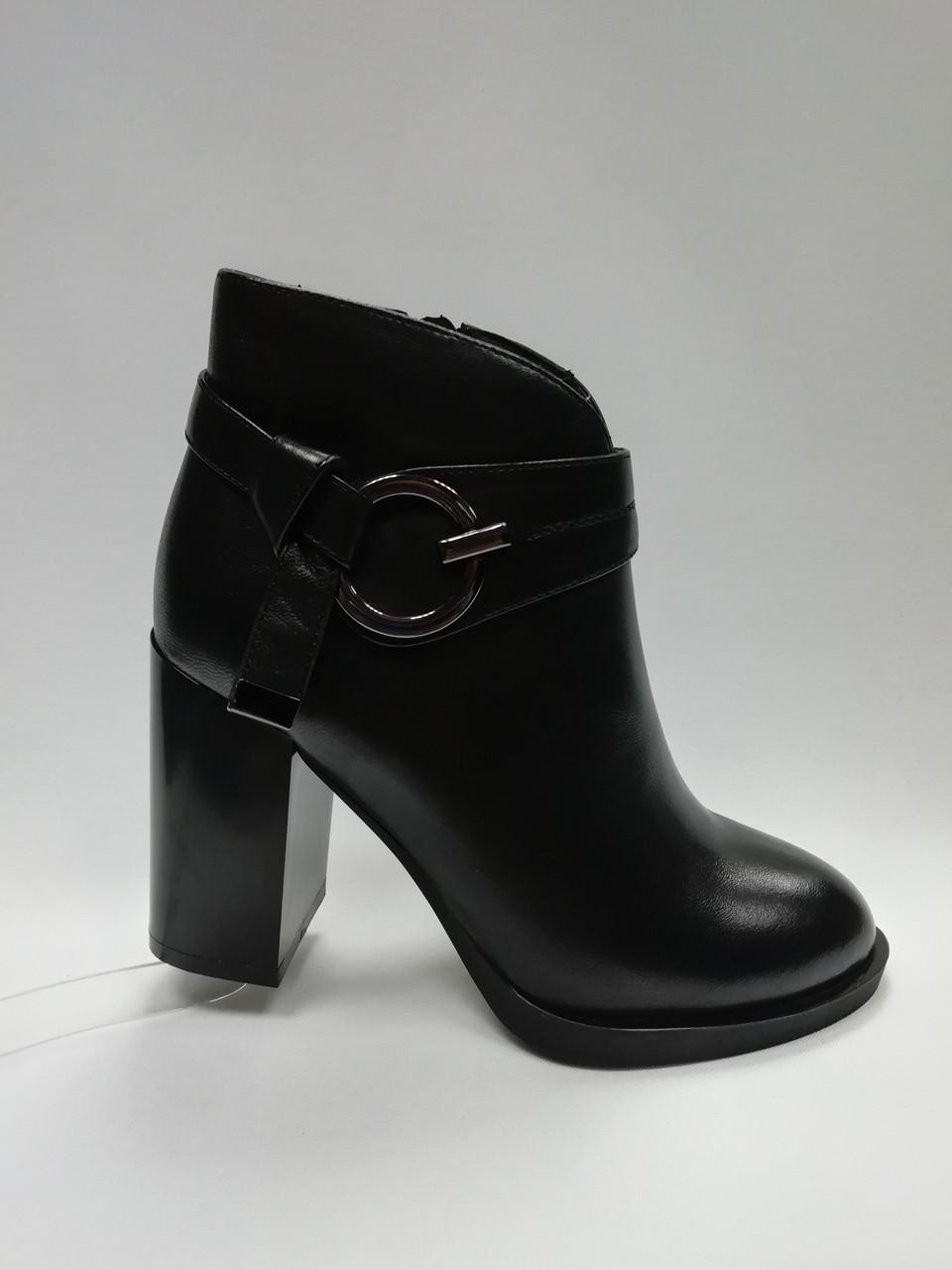 Кожаные черные ботиночки на каблуке. Ботильоны.  Маленькие размеры ( 33 - 35 ).