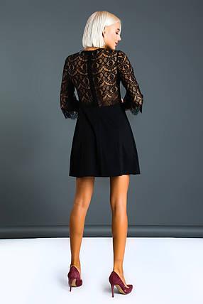 """Короткое трикотажное платье-трапеция """"Джамиля"""" с подвеской и гипюровыми рукавами, фото 2"""