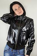Тонкая кожаная куртка с отстегивающимся капюшоном, черная лаковая