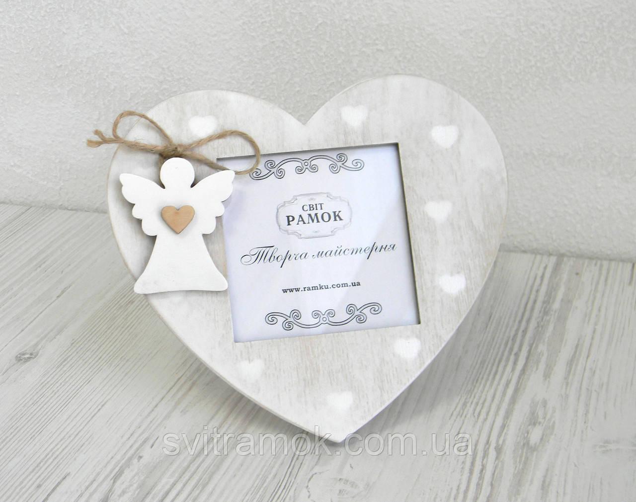 Фоторамка у вигляді серця з ангелом