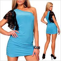 Голубое платье приталенного покроя