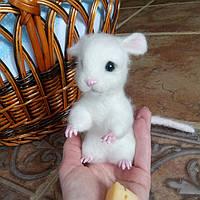 Валяная игрушка из шерсти - мышонок
