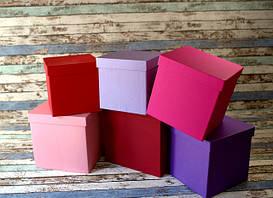 Квадратні картонні подарункові коробки