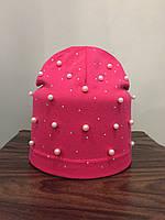 Трикотажная шапка с бусинами для девочки