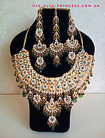 Индийские  украшения к сари, под золото с зелеными камнями, набор тика, серьги, колье ., фото 1