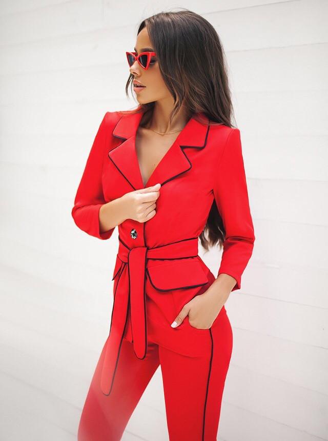 252bc132e57 Женский брючный костюм (пиджак и брюки). Красный