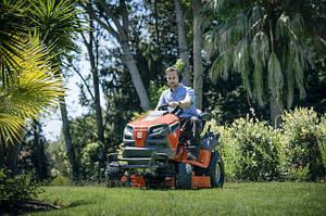 Садові трактори та райдери
