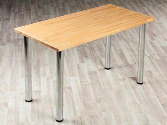 Дерев'яний стіл з хромованими ніжками