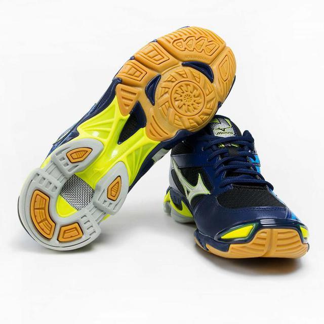 ... адекватная реакция на резкое изменение направление движения игрока на  площадке, отменная вентиляция и защита мыса кроссовка пластиковой накладкой. cccc0dcbf0a