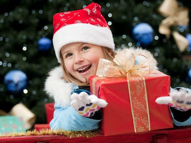 К Новому году - подарки по курсу 17!