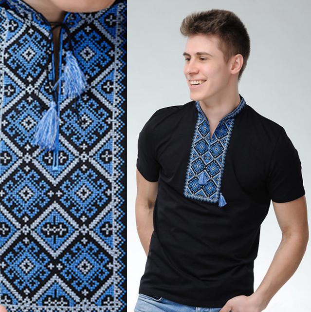 Черная футболка вышиванкас синим орнаментом