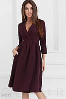 Женское изящное платье а-силуэта цвета марсала