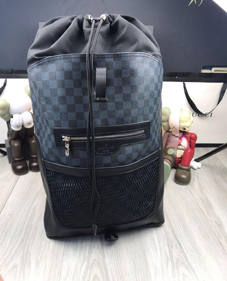 5a2f98d46040 Рюкзак ранец портфель мужской женский Louis Vuitton копия реплика ...