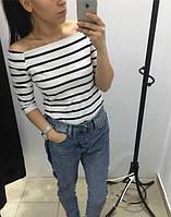 Женская кофточка в полоску с открытыми плечами