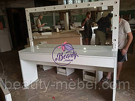 Широкий стол для визажиста с подсветкой, зеркало с подсветкой