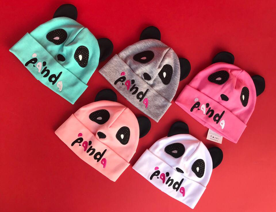 Стильная шапочка-панда с ушками