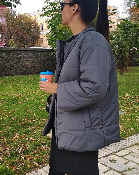 Женская куртка на синтепоне серая. Жіноча куртка на синтепоні сіра.