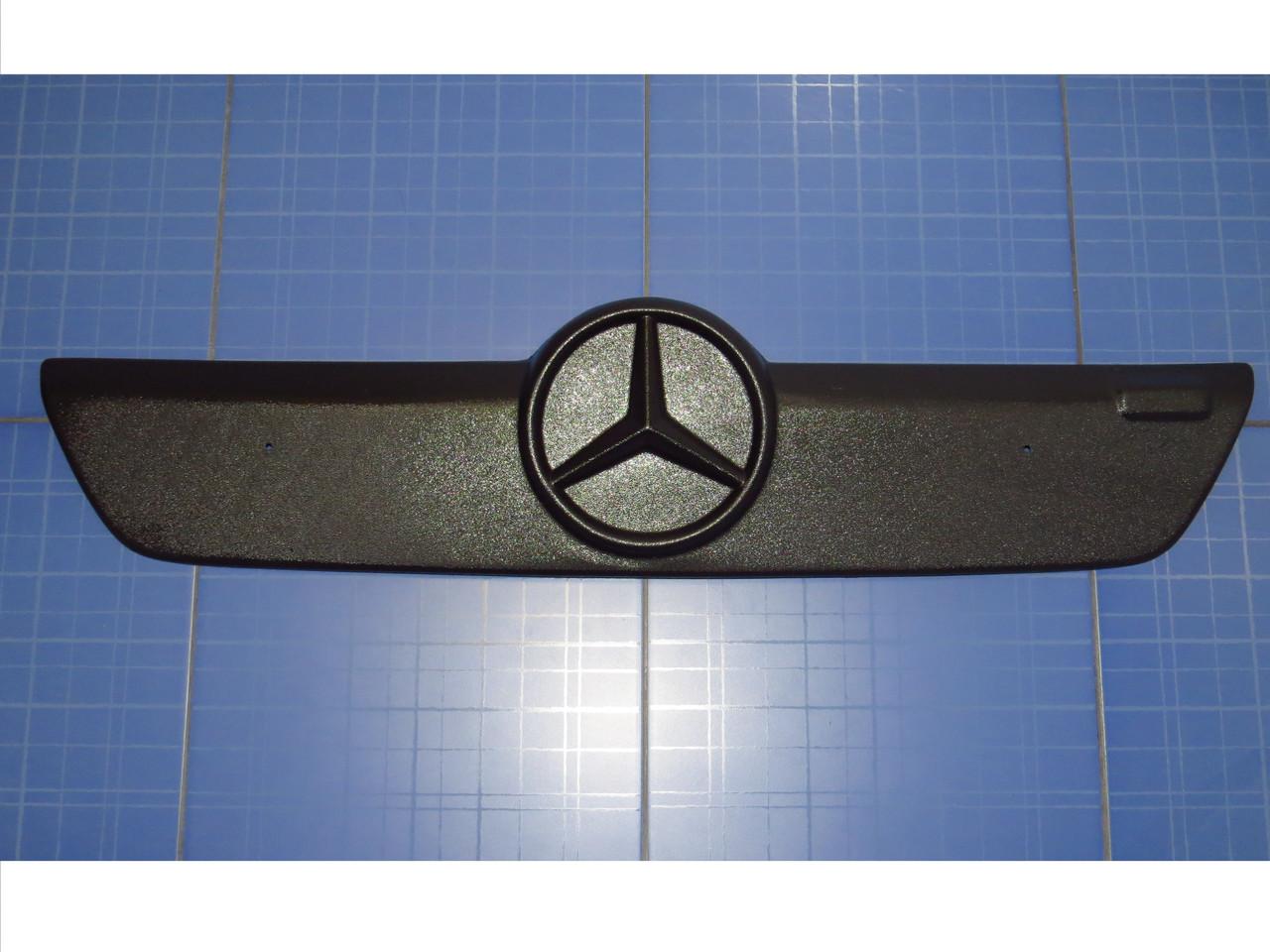 Зимняя заглушка решётки радиатора  Мерседес Спринтер верх 2002-2006 матовая Fly. Утеплитель решётки Mercedes