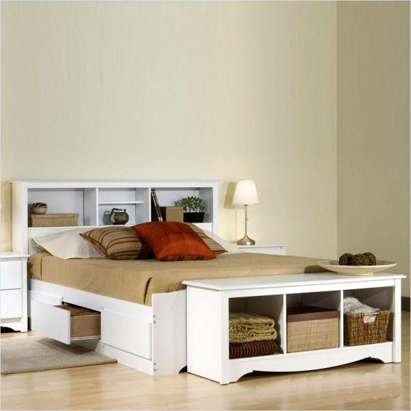 Двухспальная кровать из дерева