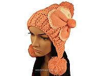 Розовая шапка с помпоном и цветком