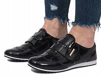Лакированные кроссовки на липучках