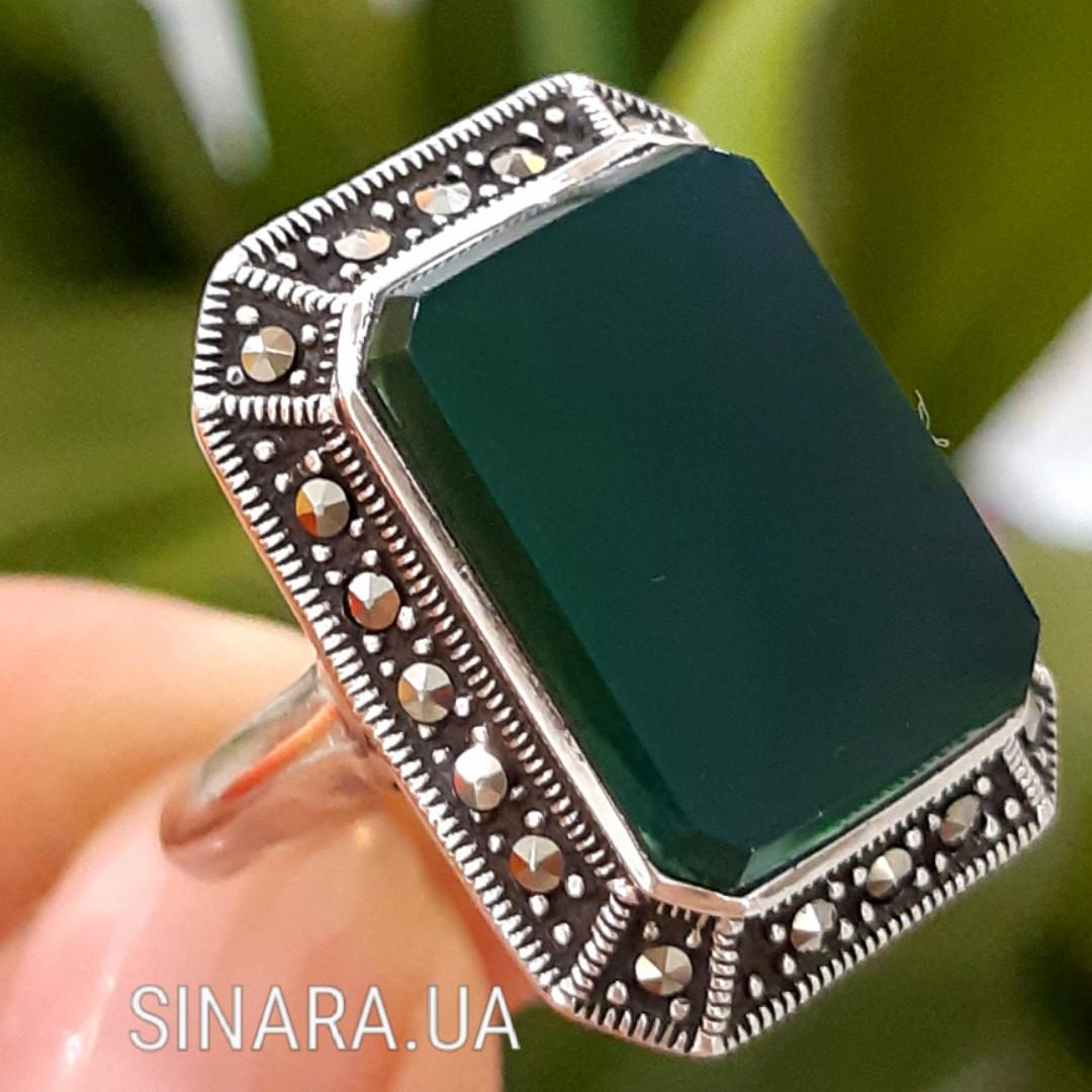 Серебряное кольцо с зеленым агатом и марказитами