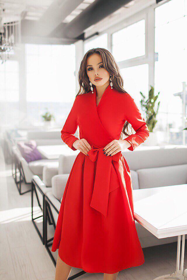Женское платье на запах с длинным рукавом