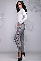 Модні жіночі брюки в сіру клітку з нашивними лампасами 42-50 розміри червона смуга, фото 1