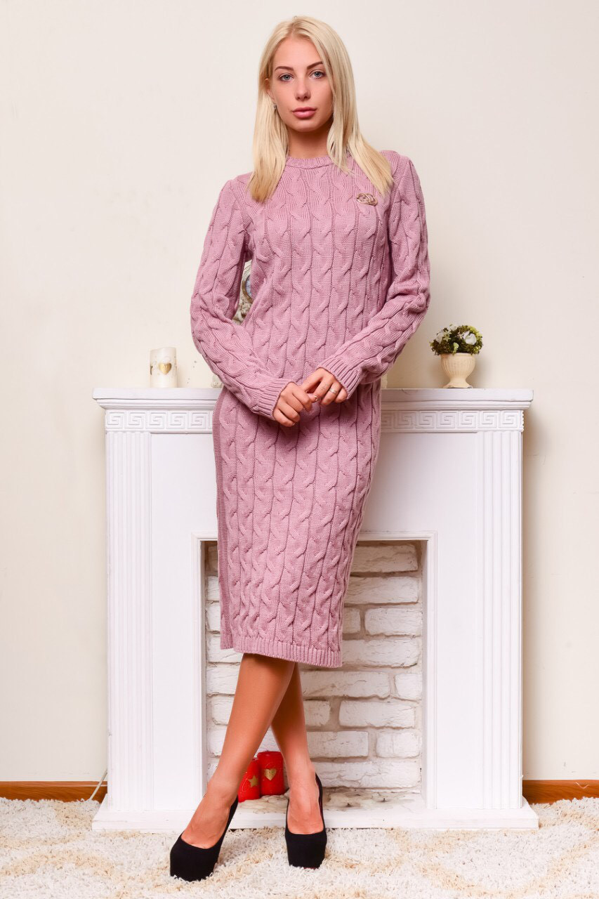 Теплое вязаное  платье светлый фрез